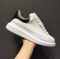 With Box  مربع الرجال والنساء أزياء العلامة التجارية تشغيل جلد أبيض أزرق أزرق حزام أحذية رياضية NY0S0830 BLU G62 الأحذية الرياضية عارضة