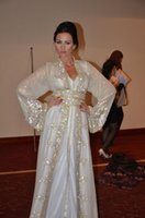 2020 Muslim Dubai Kaftan Evening Dresses Lace V Neck Long Sleeve White Crystal Beaded Bling Sparkle Arabic Sashes Formal Prom Pagenat Gowns