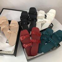 2021 مصمم النساء المطاط النعال الصنادل الأزياء شقة جيلي الشرائح شاطئ صندل أحذية حزب أحمر أخضر أسود أبيض بيج 5 ألوان الصيف إمرأة الوجه يتخبط