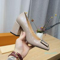 Madeleine 펌프 럭셔리 여성 신발 Chunky Heel Designer 하이힐 여성 드레스 신발 크기 35-42 2021