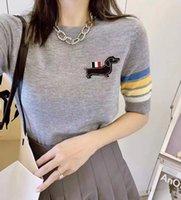 318 2021 Frühling Sommermarke Dieselbe Stil Pullover Pullover Normal Kurzarm Rundhalsausschnitt Stickerei Weiß Grau Schwarz Hohe Qualität Frauen Kleidung SC