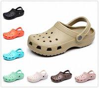 Sandales d'été Femmes Beach Femmes Hommes Chaussons Chaussons Chaussons Chaussons Femelle Croc Croc Sabots Crocks Mules d'eau O5XR #