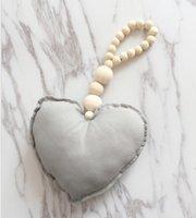 Pendentif en bois en forme de coeur Pendentif décorations en tricot suspendu ornements bébé poussette bébé lit bébé lit de tente de rideau de rideau DHE5429
