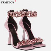 Black Square Noye Sandals Женщины Уникальные тонкие высокие каблуки на молнии открытые пальцы ножки металлические цепи декор вутВидровки Sandalias Big Plus Szie 43 RET34