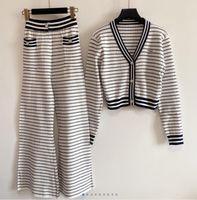 2021 Sonbahar kadın İki Parçalı Pantolon V Boyun Uzun Kollu Baskı Ceket Ve Şort Marka Aynı Stil 2 Parça Setleri 704