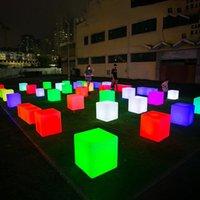 Outdoor beleuchtete LED-Möbel RGB wiederaufladbare Würfelsitzstuhl LED Nachtlicht Lampen Bar KTV Nachtclub Kunststoffbank 12inch 16inch 20 Zoll