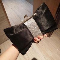 Chic Bogenform Braut Handtaschen für Hochzeiten auf Lager 2021 Schwarz Weiß Frauen Designer Handtaschen Geldbörsen Abendkupplungen Kette Tasche billig