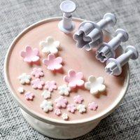 Пресс-формы для выпечки 4 шт. / Установить Plum Blossom Цветок Плунжер Помадка Резака Сахарфравки Украшения Торта Украшения DIY Cookie STAMPER Аксессуары