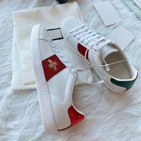 Luxo Designer Sneakers Homens Mulheres Casuais Sapatos Plataforma Plana Snake Top Quality Chaussures Couro Ace Bee Bordado Listras Andando Esportes Sapato