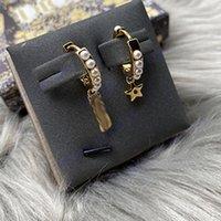 Boucles d'oreilles pour femmes de marque Boucles d'oreilles de marque Lettre d'oreille asymétrique Matériau en laiton 925 Silver aiguille Bijoux de luxe en gros L-D20