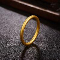 女性のengagemenのリングのための金水のリング