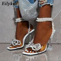 Eilyken النساء المصارع الصنادل الأحذية مثير سلسلة الأبيض الخرزة عالية الكعب الصنادل الصيف حزب اللباس أحذية أبازيم مضخات الحجم 42 مقر
