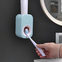 Бытовая ванная комната Настенная автоматическая зубная паста сдавливание артефакт пылезащитный стойку Свободный удар ленивый скважитель набор зубных щеток держатели