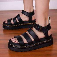 2021 VERANO NUEVOS ZAPATOS SANDALES PARA MUJERES Estudiantes Plataformas planas Zapatos de plataforma Mujeres suave Patente de Cuero Gladiador Sandalias Femeninas Playa Zapatos