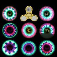 Cool girando top coolest led luz mudando fidegeta spinners dedo brinquedo crianças brinquedos auto mudança padrão com arco-íris up hand spinner
