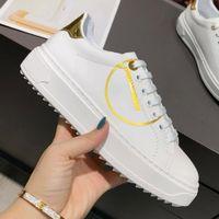 2021Luxury дизайн белый женский повседневная обувь красочные подошвы писем печатать плоские кроссовки классические наружные женские кроссовки