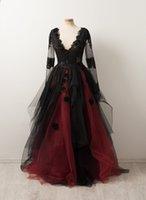 2021 Negro Rojo Oscuro Vestidos de novia góticos V Mangas largas Mangas largas Encaje con lentejuelas Ruffles Tulle 3D Flores A Línea Coloreado Vestidos nupciales No Blanco Entrega rápida personalizada