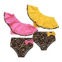 الأطفال ليوبارد طباعة قطعتين ملابس السباحة طفل الفتيات كشكش المائل الكتف قمم + القوس السراويل 2 قطعة / المجموعة ملابس السباحة 2021 الصيف الأزياء بوتيك الاطفال بيكيني