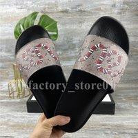 En Kaliteli Erkek Bayan Yaz Sandalet Plaj Slayt Ev Terlik Bayanlar Düz Sürgü Trendy Ayakkabı Baskı Deri Kauçuk Çiçekler Arı Ok Çilek