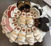 Más nuevas mujeres de marca Mules Woody Mules FFLAT Sandalias Sandalias Deisgner Lady Letras Tela de Cuero al aire libre Suela Sandalia Sandalia de Invierno Piel Furry Shoes 0223