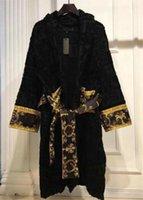 Robe negro manga larga pijamas cartas en relieve albornoz damas otoño invierno algodón Robes de algodón hogar ropa de dormir al por mayor