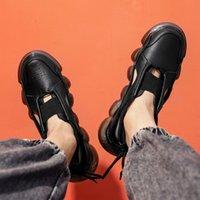 2021 الاحذية الصنادل الرومانية سميكة سوليد تنس الرجال الأبيض الأسود الصيف الكورية الأزياء عارضة الأحذية كبيرة الحجم تنفس أحذية رياضية الجري # A0004