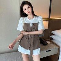 Primavera verano diseño de manga corta hembra niche tops de moda de moda estilo coreano suelto encaje costura falso camiseta de dos piezas