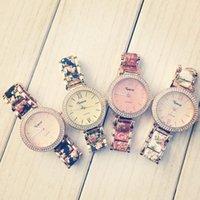 손목 시계 스타일 스타일 꽃 2 톤 크리스탈 시계, 로마 숫자 다이얼 링크 프린트 센터 링크 팔찌 시계 제네바