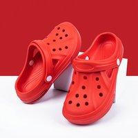 Newbeads Crocks Crocse Sandales Trou Chaussures Couple Chaussons Home Home Summer Hollow Out Sourire Face Boucle Hommes et Femmes Plage Plage DRHE45W4JU