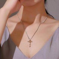 Fashion All-match Collier d'amour Classic Cross Pendentif Température Clavicule Chaîne Accessoires En gros Colliers