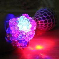 1 unid TPR Divertido antiestrés Squishy Squishy LED Ball Ball Vent Fidget Toys Toys Regalo Grape Squeeze Sensory Fruity Novedad Juguetes Niños Adultos PL Q0423