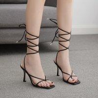 Sandalias de verano Banda estrecha Vintage Toe Square Toels Cross Strap Thong Mujeres Vshape Design ShoesWomen