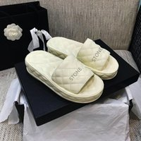 고품질 슬리퍼 봄 여름 여성 신발 디자이너 플랫 슬라이드 양 피부 공정 두꺼운 솔 슬리퍼 Shunxin2014888