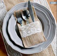 50pcs / lot HESSIAN BONGLAP DACE COUCHERY Pochette Vaisselle De Mariage Vaisselle de mariage Décoration De Noël Sac Jute rustique