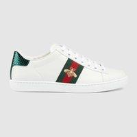 أعلى جودة الأحذية عارضة الآس النحل التطريز الأحذية الأخضر الأحمر المشارب الأزياء أنيق رجل إمرأة جلد طبيعي النحل المطرزة مع مربع حجم 35-46