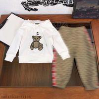 أحدث نمط ملابس الطفل مصمم الأزياء الدب هوديي السراويل قطعتين البدلة عالية الجودة الأطفال البدلة الرياضة الأبيض عارضة المصممين الملابس أطفال الأولاد