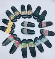 Женщина / Человек Сандалии Качество Стильная тапочка Мода Классика Мужчины Женщины Плоские Обувь Слайд ЕС: 35-45 С коробкой