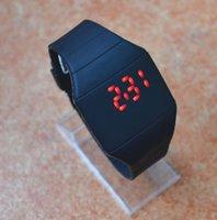 Kinder LED Sport Fancy Watch Für Frauen Herren Uhren Touchscreen Digitalanzeige Gummi-Gürtel Armbanduhr Ultradünnes Rechteck