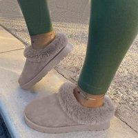 النعال 2021 الأبيض الشتاء الأحذية المسطحة الجلود الصوف امرأة الدافئة الثلوج أحذية السيدات الفراء الكاحل زائد حجم النحل الأزياء الأخفاف الأحذية