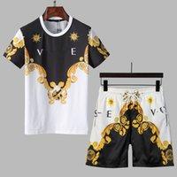 202S Hot Mens Beach Designers Tracksuits Летние костюмы Мода футболка Приморские Праздники Шорты Шорты Устанавливает Man S 2021 Роскошные наряды Спортивная одежда