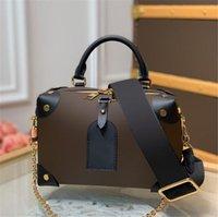2021ss femmes luxuriers designers sacs à bandoulière rétro crossbody sacs à main Petite Malle souple sac de toilette Protection de la pochette pour femme cosmétique de la poussière de poussière