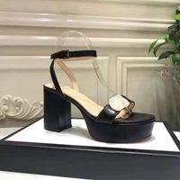 Diseñador de sandalias de tacón alto de cuero Plataforma impermeable de cuero tacón áspero de cuero moda mujer zapatos de hebilla de metal fiestas de lujo sexy sandalias