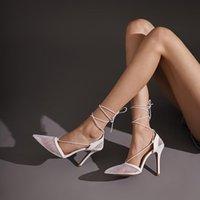 Todas las mujeres Melody bombas femeninas Sandle Fiesta de boda T-Strap Sexy Fashion Cool Verano Primavera Negro Blanco Zapatos Casuales Botas Vestido Mujer