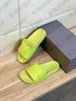 20s Jahre Herren Pool Slipper Logo-geprägte Gummi-Folien Luxurys Designer Sandalen PVC Outdoor Gelegenheitshüllen Flip Flops Rodel