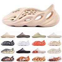 Tıkanık Terlik Tercihli Kanye 2021 Batı Köpük Koşucu Sandal Üçlü Siyah Slayt Kadın Erkek Tainers Kemik Tasarımcısı Plaj Sandalet Slip-On Shoes 6N20