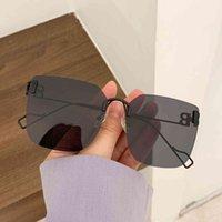 La nouvelle personnalité des lunettes de soleil anti-ultraviolets de coupe sans cadre de coupe de la taille des femmes pour femmes d'artefact de levage face à toutes sortes de personnes