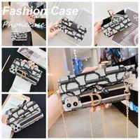 Moda textil brazalete de brazalete de brazalete Cartera de cartas con marca de lujo para iPhone 11 12pro MAX CASE 11XS XSMAX XR 8PLUS 8 7PLUS Mayorista