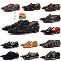 Мужские красные днища обувь дизайнер низкий плоский заклепки вышивка мужчина деловой банкетный платье обуви роскошный патентный замшевый стилист Spikes натуральные кожаные кроссовки