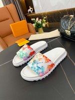 Mulheres Designers Flat Slides Sandálias Brincalhão Pano Avançado Yeezys Os sapatos de desenhista são elegantes, necessários para casa, versátil e modificar a forma da perna.
