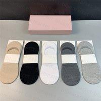 Lujo Últimos Calcetines delgados Estilo de verano Transpirable Elástico Diseño Simple Invisible Hosiery Mujeres Hombres Antideslizante Barco Sock